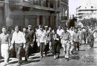 Le 5 juillet 1962 article de Paris Match N°692 du 14 juillet 1962                                                                  dans histoire photo_par-match_n%B0692_pet